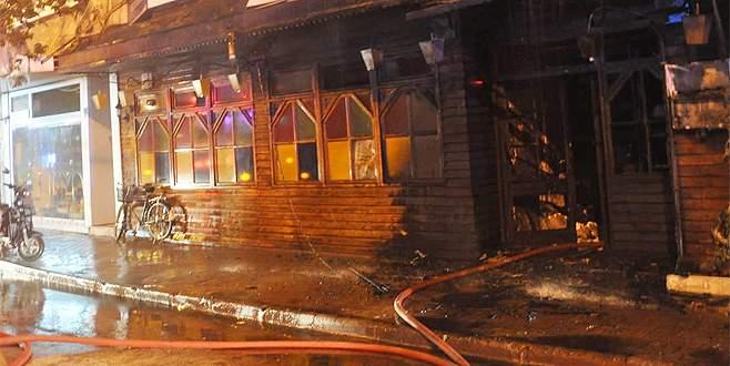 Molotof atılan restoran büyük hasar gördü