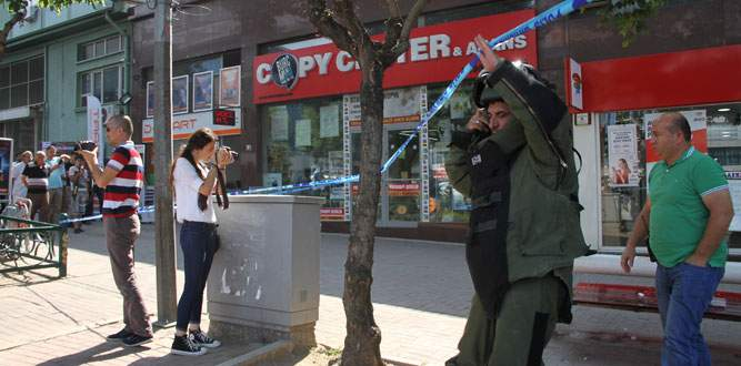 Bursa'da banka önünde bomba paniği