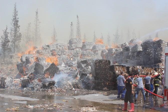 Atık Kağıt Fabrikasındaki Yangın Devam Ediyor