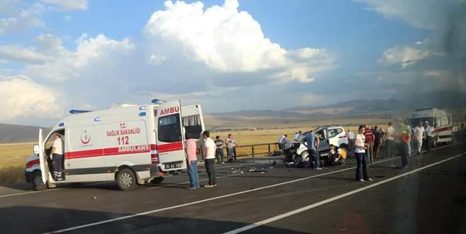Feci kaza: 2 ölü 5 yaralı