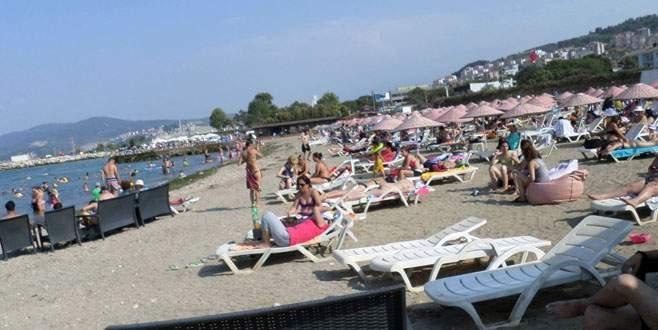 Sıcaktan bunalan Mudanyalılar denize akın etti