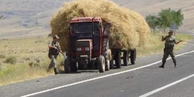 Saman yüklü traktöre askerden şişli kontrol