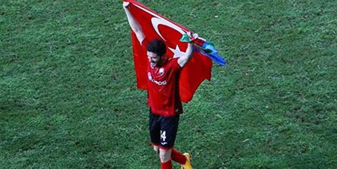 Türk bayrağı açtı diye tutuklandı!
