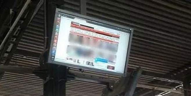 Otobüs durağındaki ekranlarda porno yayını