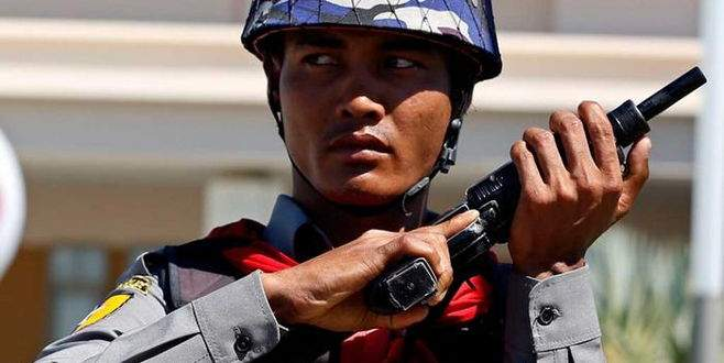 Myanmar'da ordu iktidar partisinin merkezini kuşattı