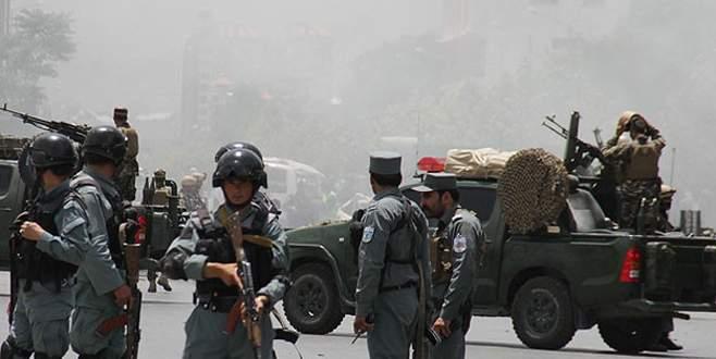 Polis üniformalı Taliban militanları polislere saldırdı