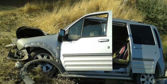 Otomobil kanala düştü: 2 ölü, 2 yaralı