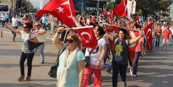 Bursalılar şehitler için yürüdü