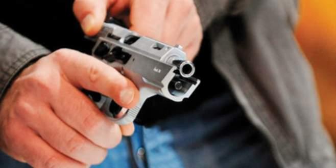 Polisin belindeki silahı kaptığı gibi…