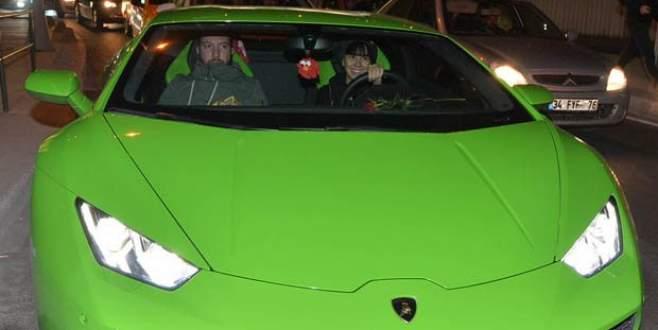 Asena Erkin otomobilini satamadı