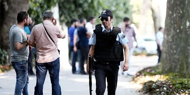 Dolmabahçe'de silah sesleri