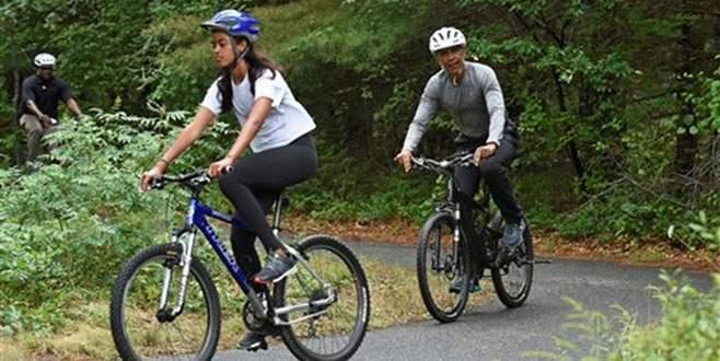 Obama ailesinin bisiklet keyfi