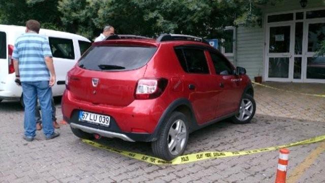 Hastane Önünde Aracın İçinde Ölü Bulundu