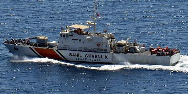 73 kaçağı taşıyan tekne battı