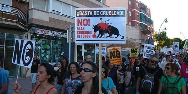 Boğa güreşleri protesto edildi
