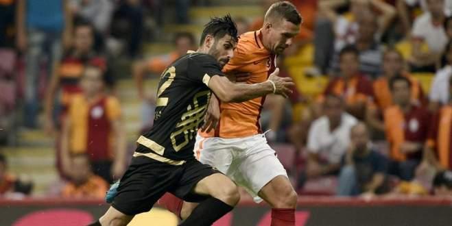 Galatasaray'da Podolski özür diledi