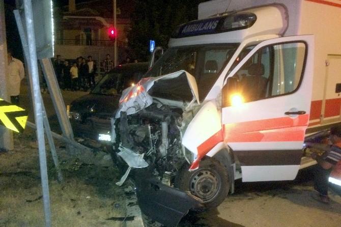 Kelkit'te Kaza Yerine Giden Ambulans Kaza Yaptı: 3 Yaralı