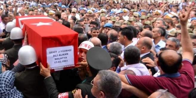 Şehit cenazesinde 2 kişi tutuklandı