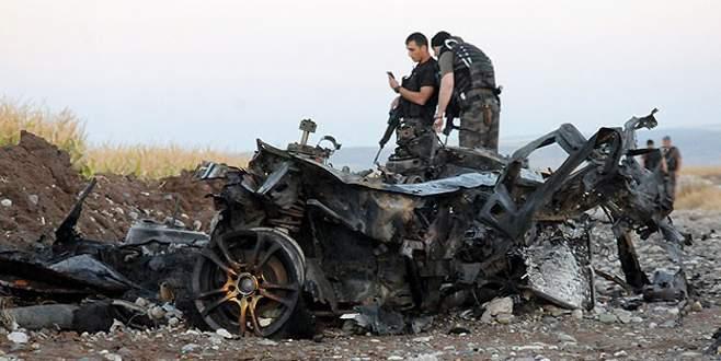 Bomba yüklü patlatılan araçtan cephanelik çıktı