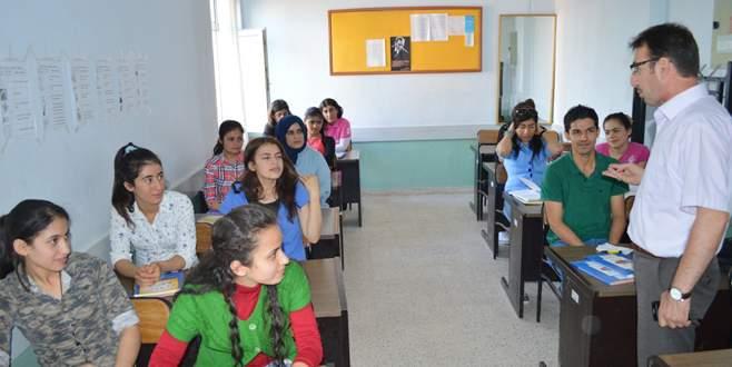 Suriyeliler'e Türkçe kursu