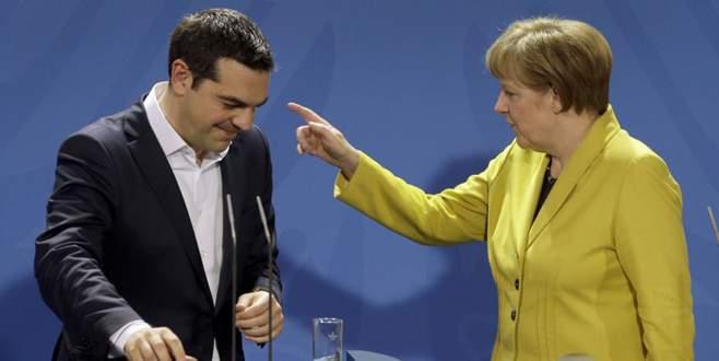 Merkel'den Yunanistan'a uyarı