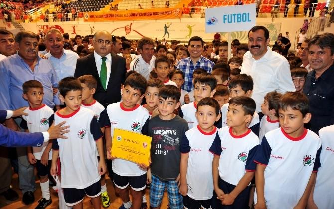 Kepez'de 3 Bin Öğrenci Spor Sertifikalarını Aldı