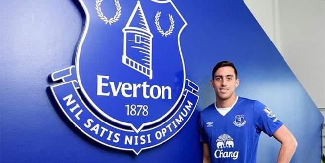 Everton'dan savunmaya takviye
