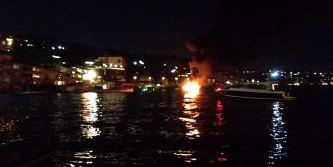 Lüks tekne alev alev yandı