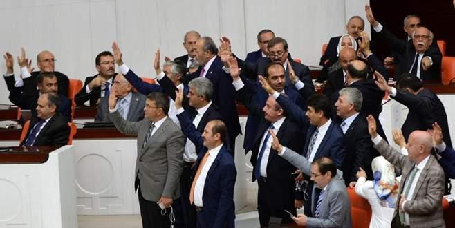 Meclis'te yemin krizi! Bağımsız bakanlar yemin etti!