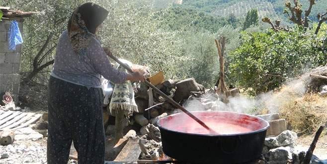 Bursa köylerinde imece usulü salça
