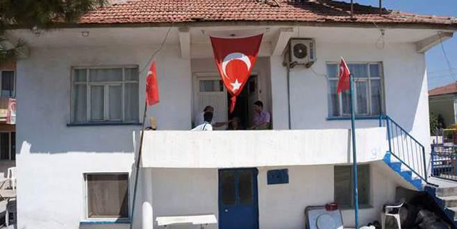 Şehidin evine bayrak astılar! Sonra geri istediler!