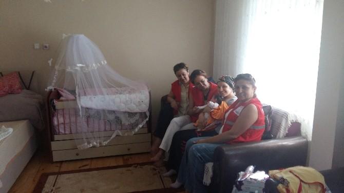 Heyelan Mağduru Minik Bulemnaz'a Kızılay'dan Şefkat Eli