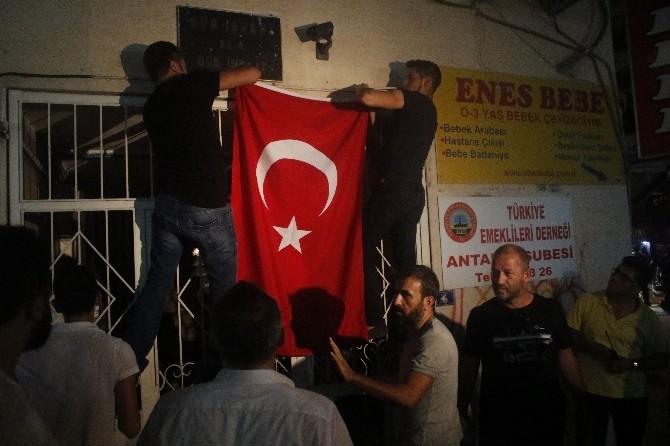 HDP Antalya İl Binasına Saldırı