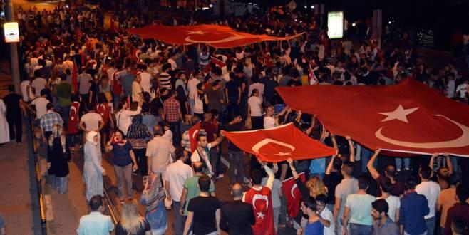 Bursalılar teröre tepki için sokağa döküldü