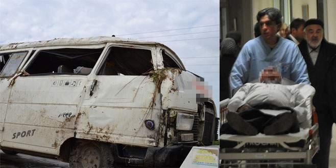 Bursa'da servis minibüsü kaza yaptı