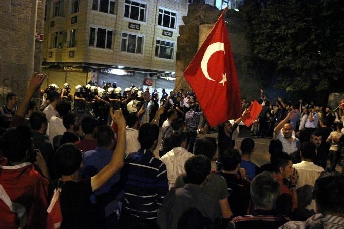 HDP Binasına Girmek İsteyen Vatandaşlara Polis Müdahale Etti