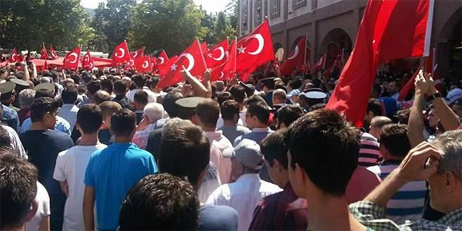 Onbinlerce Bursalı, Şehit Yarbay'ını uğurladı