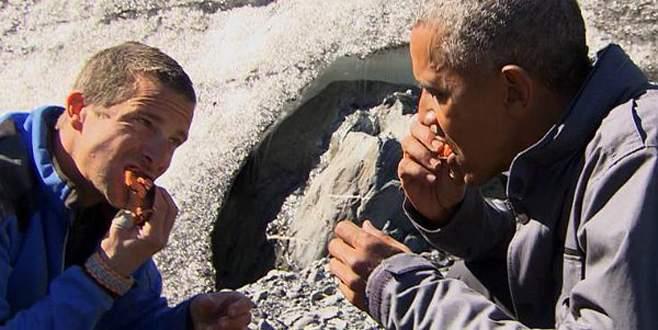 Obama, ayılardan kalan balığı yedi