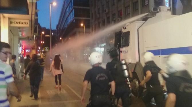 HDP Binasına Girmek İsteyen Gruba Müdahale: 18 Gözaltı