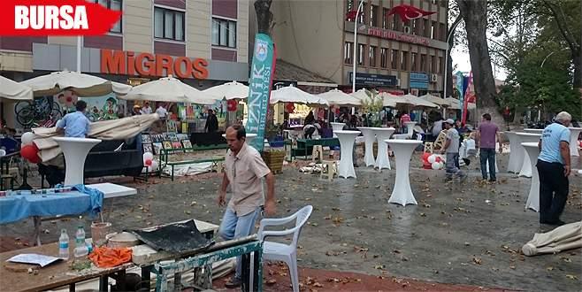 Festivale fırtına engeli