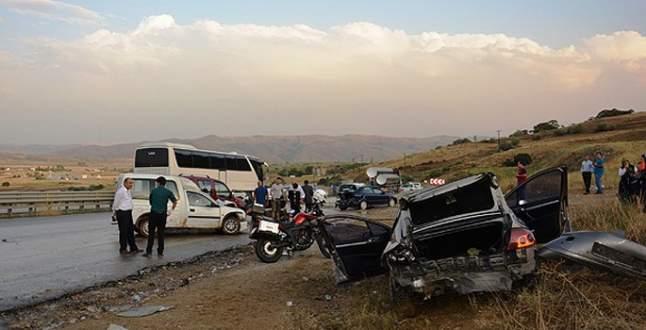 15 araç birbirine girdi: 8 yaralı