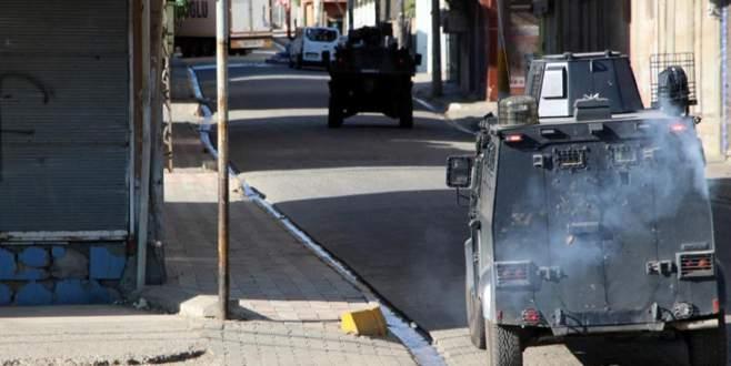 Yol kapatan PKK'lılarla çatışma çıktı: 1 ölü