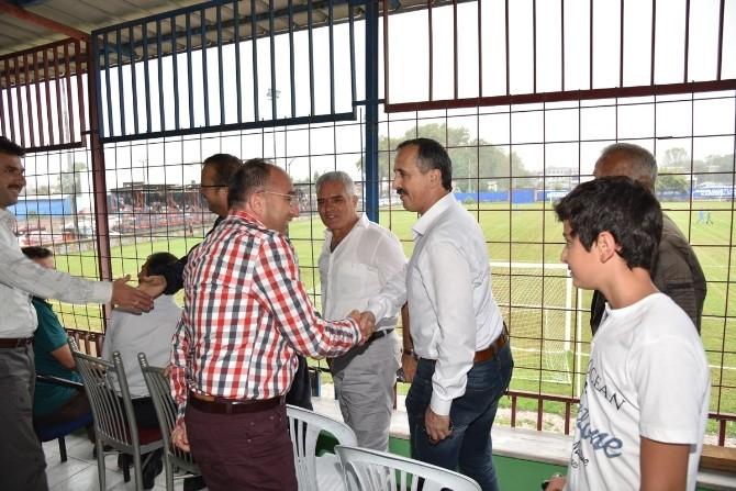 Başkan Üzülmez, Kartepe Belediyespor'un Maçını İzledi