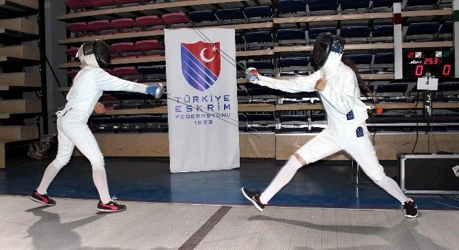 Büyükler Türkiye Eskrim Şampiyonası Adıyaman'da Başladı
