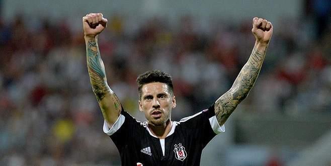 Beşiktaş Skenderbeu'yu tek golle geçti