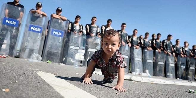 500 sığınmacı TEM otobanında bekliyor