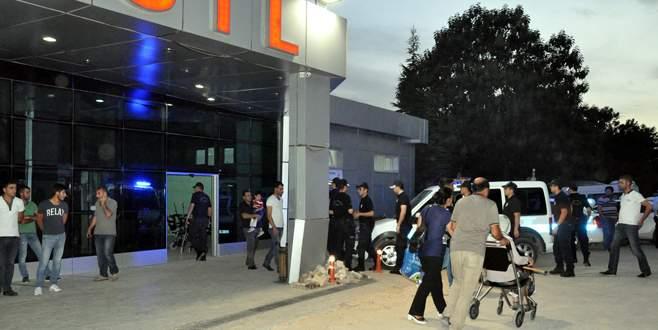 'Emniyet Amiri'nin aracını taradılar: 2 polis yaralı