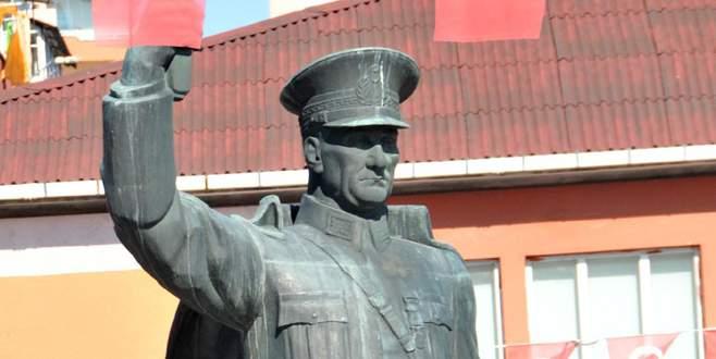Rizeliler Atatürk heykeli için referandum yapacak