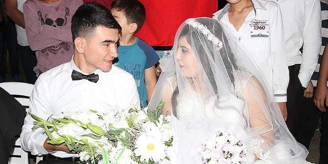 Düğününe yetişemeyen damat geline kavuştu