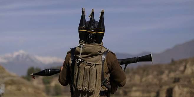 Zırhlı araca roketli saldırı: 3'ü polis 4 yaralı